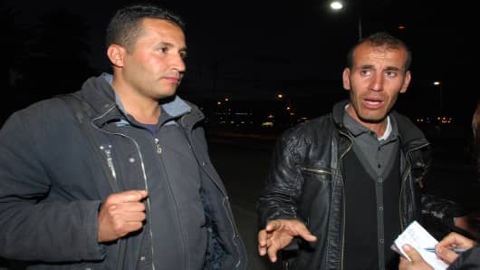 Freed Algerian hostages arrive at Algiers airport after they were released by Islamist captors.