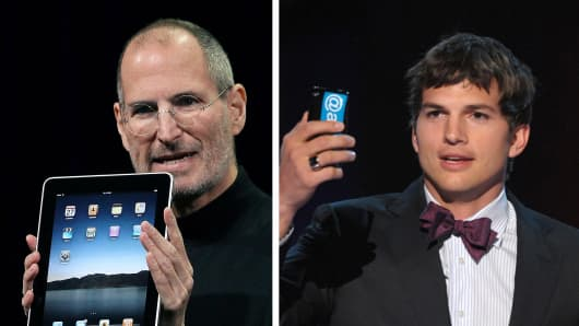 "Actor Ashton Kutcher plays Steve Jobs in the red carpet premiere of ""Jobs""."