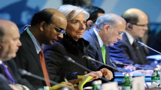 International Monetary Fund (IMF) Managing Director Christine Lagarde (C) attends a meeting of G20 states finance ministers.