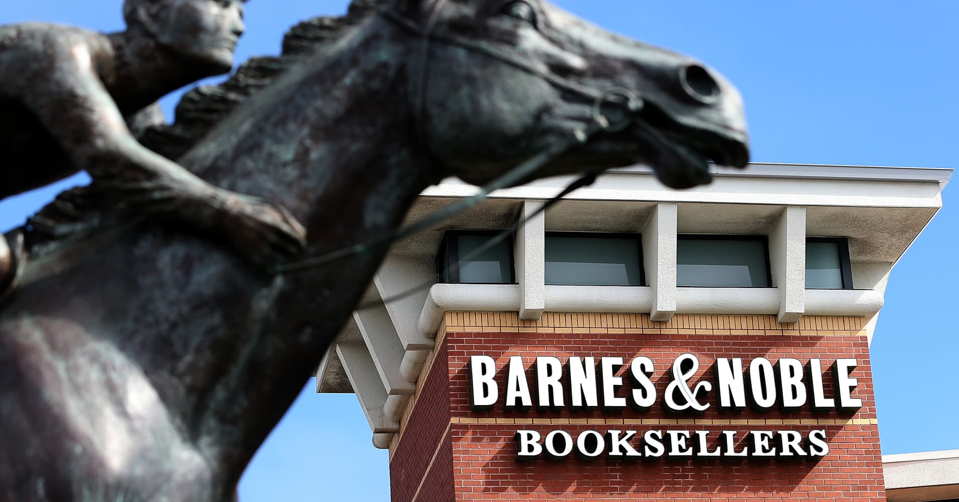 Barnes & Noble confirms job cuts, expects $40 million in cost savings
