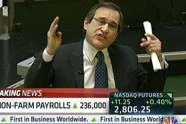 Santelli & Liesman Fight Over 'Normalizing Rates'