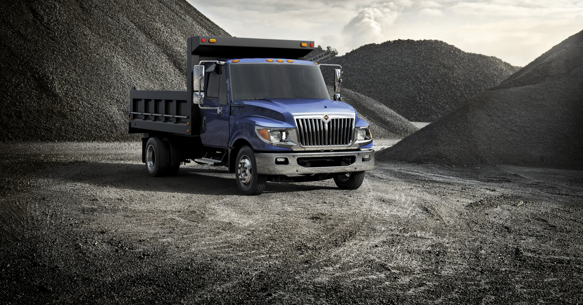 Volkswagen takes $256 million Navistar stake in trucks push