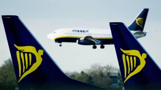 the problems in ryanair Ryanair, europe's greenest airline, has launched our new environmental policy, which commits to ambitious future environmental targets building on impressive achievements to date, including commitments to address climate change, and the priorities and policies which will allow ryanair to continue.