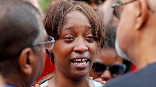 "Diamond Reynolds weeps after she recounts the incidents that led to the fatal shooting of her boyfriend Philando Castile by Minneapolis area police during a traffic stop on Wednesday, at a ""Black Lives Matter"" demonstration in St. Paul, Minnesota, U.S., July 7, 2016."