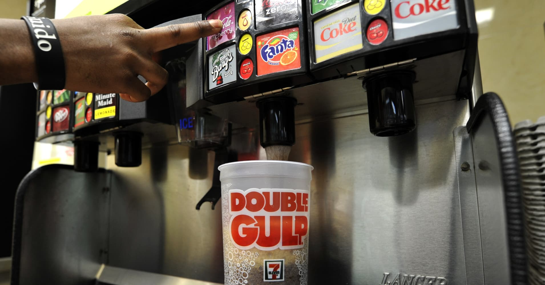 Cup Big Soda : Nyc s sugary drink ban battle puts restaurants in limbo