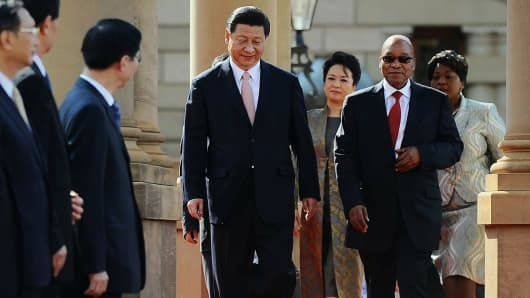 President of the Republic of South Africa, Jacob Zuma (2ndR) receives President of the People's Republic of China, Xi Jinping (L)