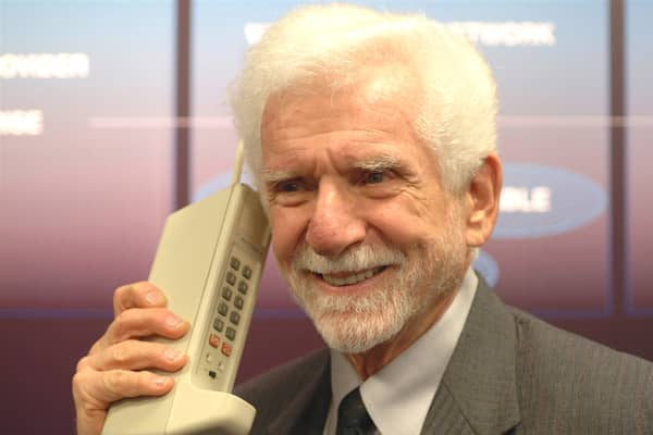 Martin Cooper places first call on mobile phone on April 3, 1973
