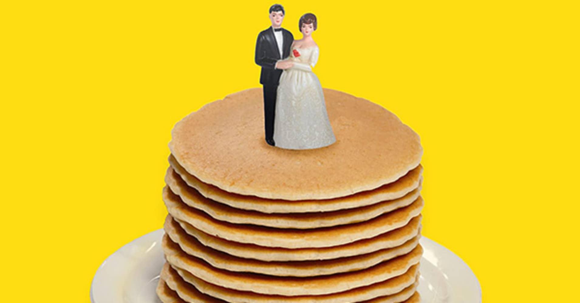 Honeymoons Over My Hammy! Weddings at Denny\'s