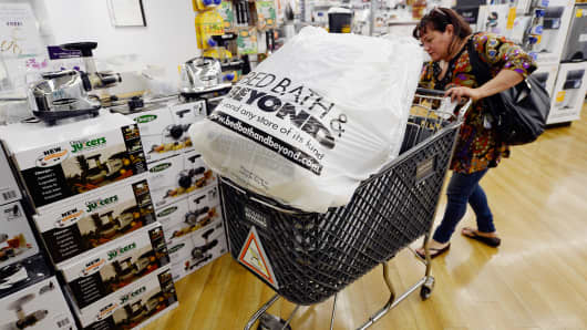 Bed Bath & Beyond misses Street 2Q forecasts