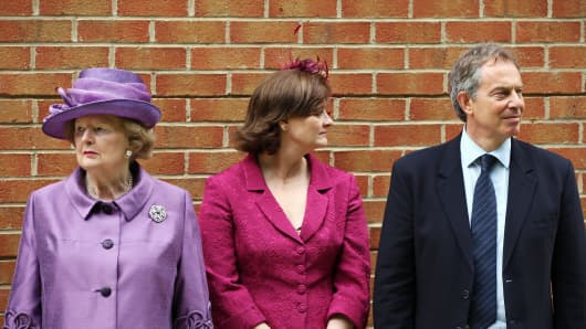 Baroness Thatcher (L) waits to greet the Queen beside Tony Blair (R) and his wife Cherie (C). June, 2007.