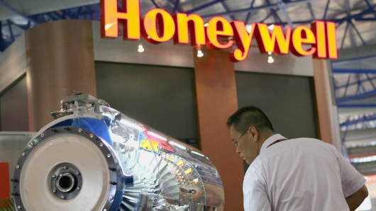 (HON) is unchanged at $143.60 Honeywell Gives Pilots New Cockpit…