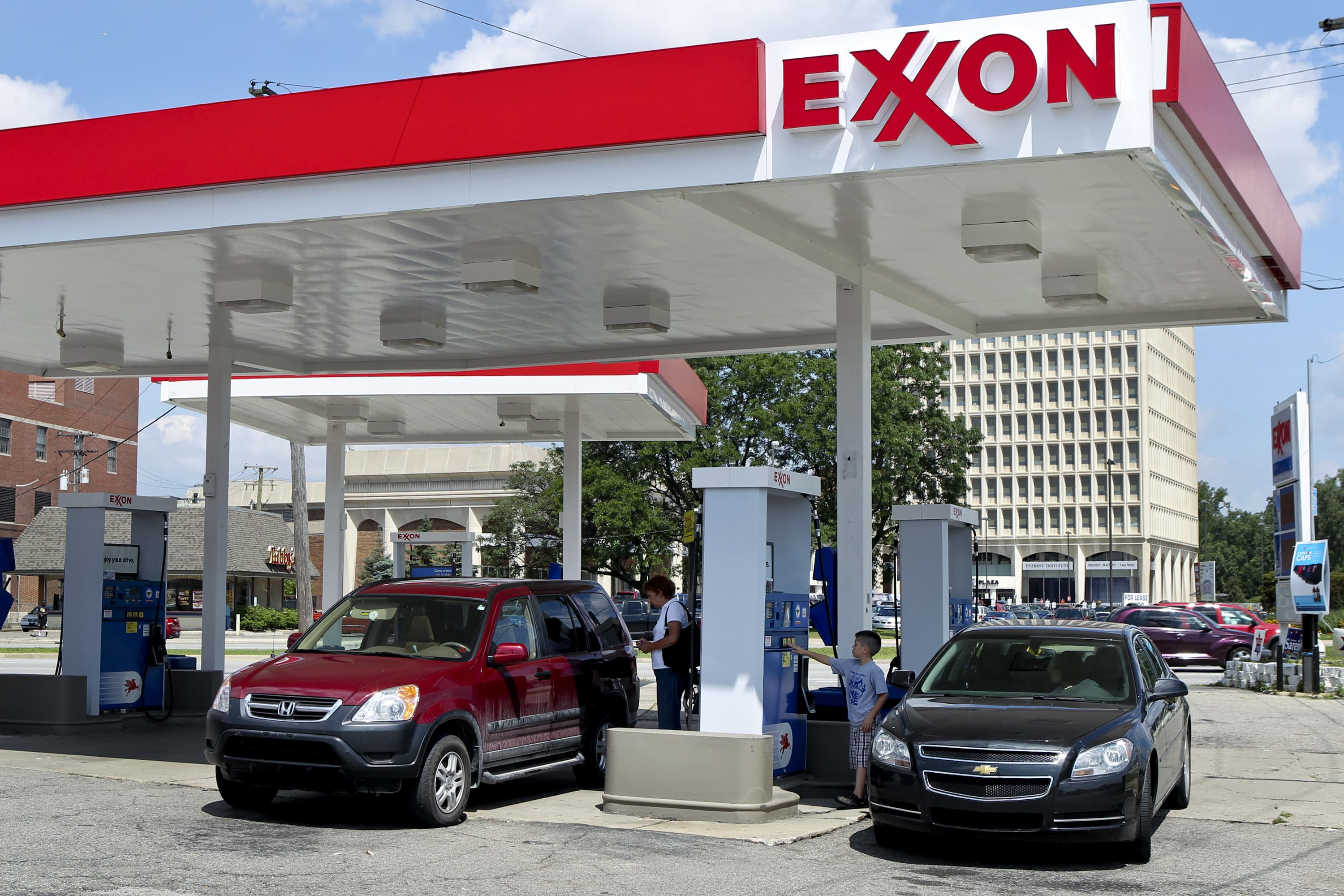 ouch exxon posts big miss shell takes massive shale charge