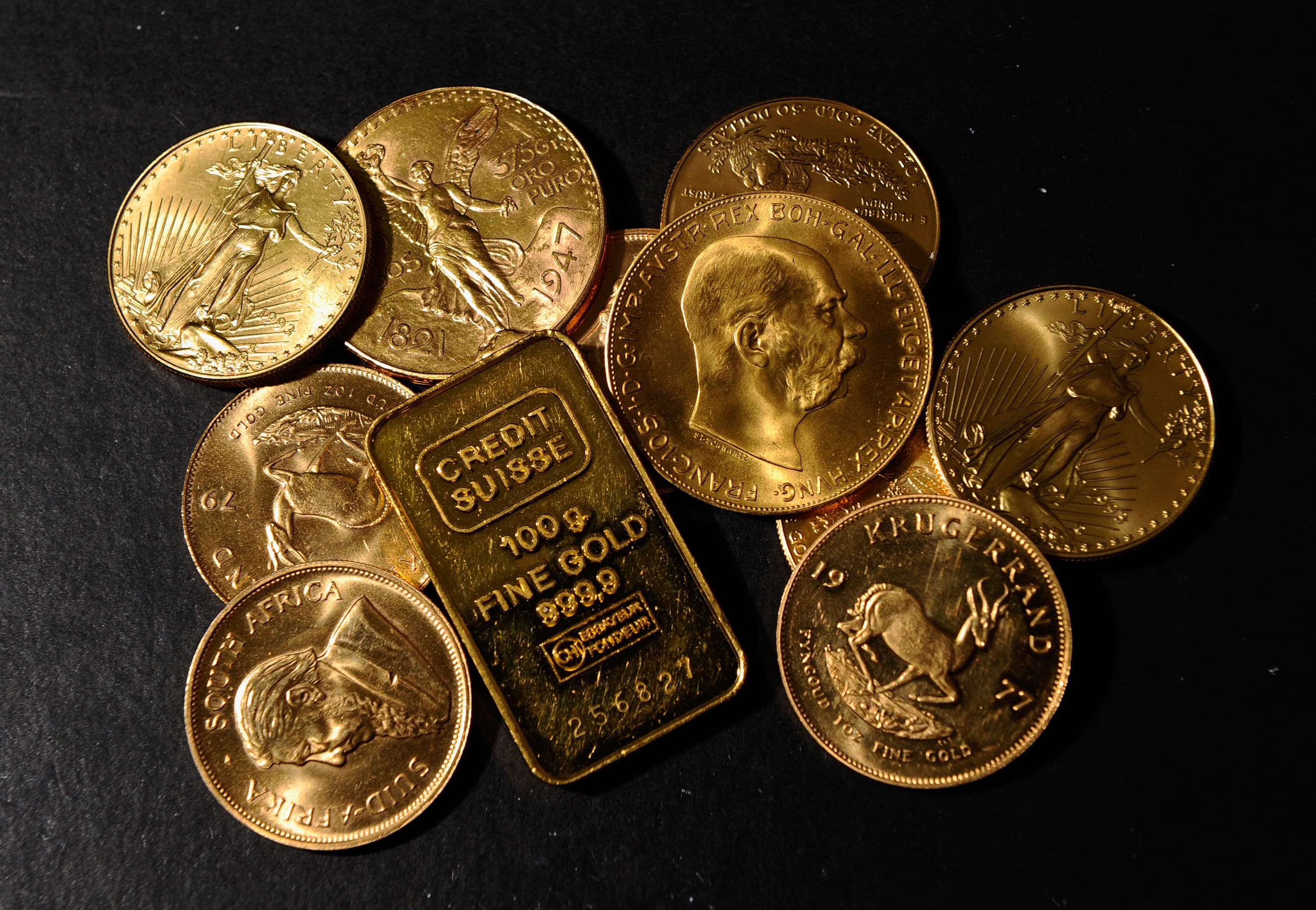 Gold slips from near 6 week high as trade tensions recede buycottarizona Image collections