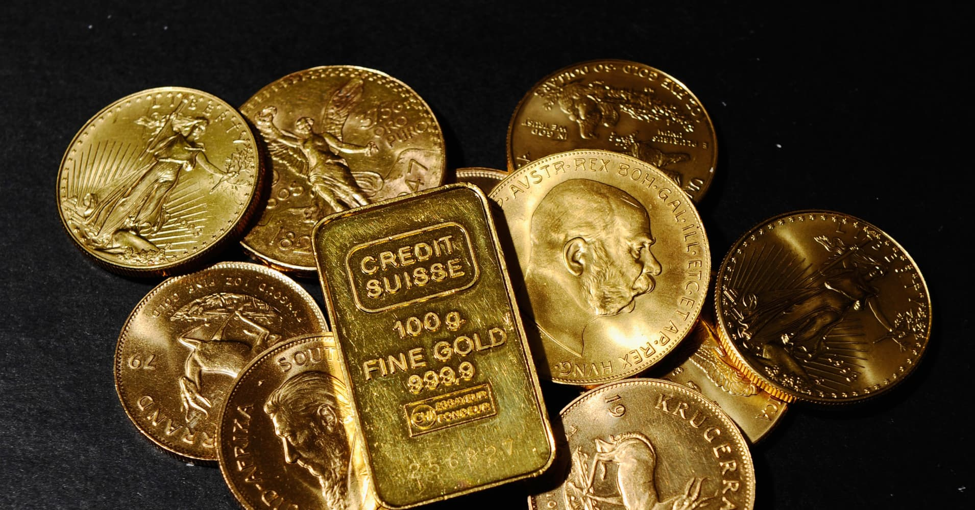 Gold prices rise on softer dollar, Italy budget woes