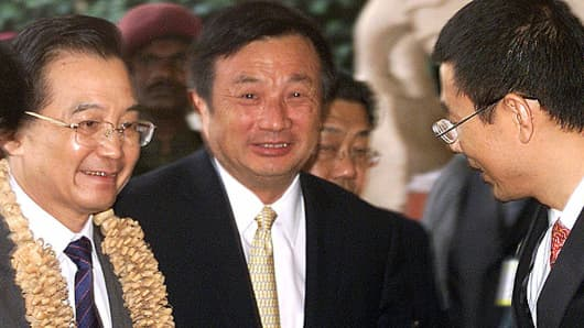 Ren Zhengfei (center) of Huawei Technologies
