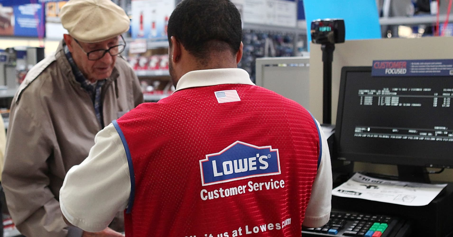 Lowe's earnings, sales top Street estimates
