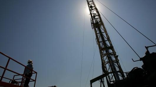 82002101DM012_Surging_Oil_I