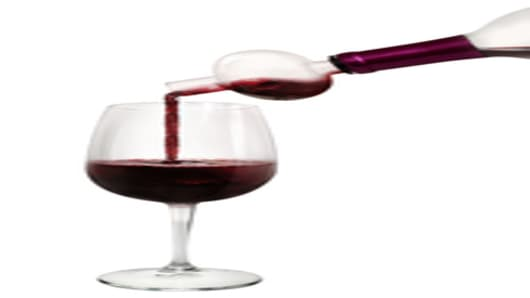 Epicureanist Glass Aerating Pourer in use