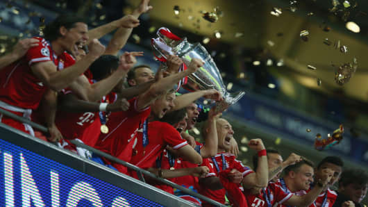 Bayern Munich players celebrate victory in the UEFA Champions League final, 2013