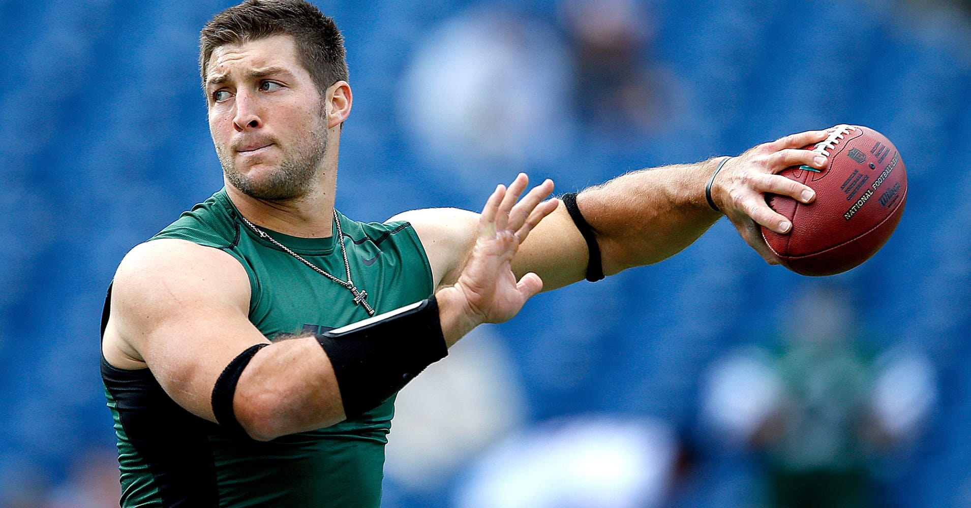 Who does tim tebow date in Sydney