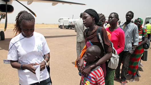 South Sudanese returnees boarding a plane in Malakal, capital of Upper Nile