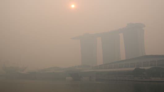 Singapore city skyline shrouded with smog. The Pollution Standard Index (PSI) hit a record high of 400 on Friday, in the hazardous range.