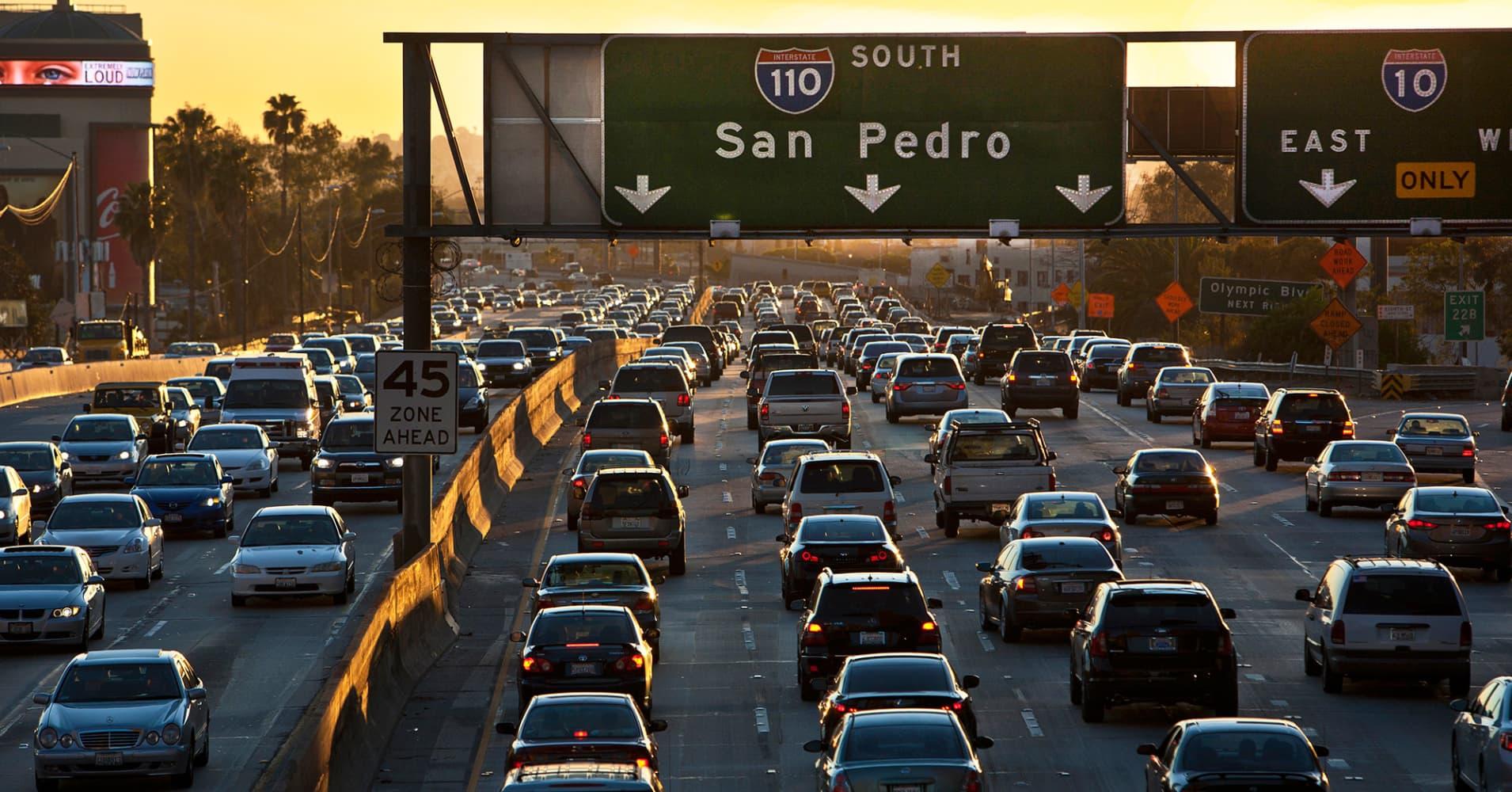 La Californie veut tester les autoroutes sans limite de vitesse ! Par Robin Ecoeur  100849082-138952133r.1910x1000