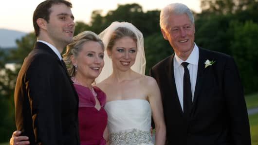 Marc Mezvinsky, Hillary Clinton, Chelsea Clinton and President Bill Clinton pose during the wedding of Chelsea Clinton and Marc Mezvinsky on July 31, 2010 in Rhinebeck, New York
