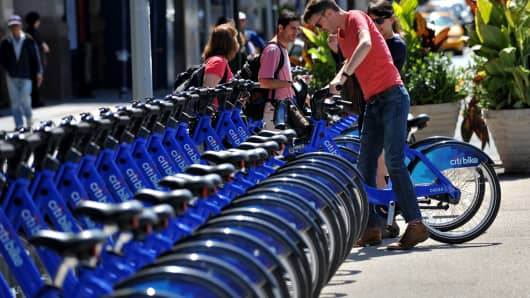A couple get their Citi Bike bicycles from a station near Union Square in New York.