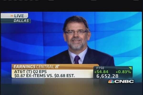 AT&T earnings short, revenue beats