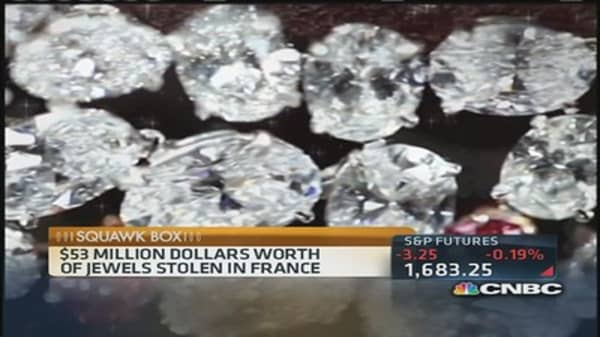 Armed robber steals $53 million in jewels