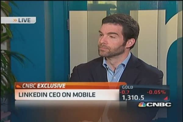 LinkedIn CEO eyes shift to mobile