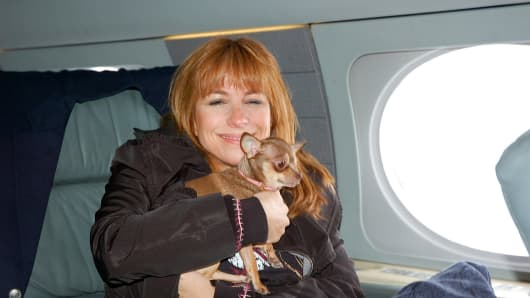 "Jill Zarin of ""The Real Housewives of New York City"" with Ginger on their way to Los Angeles."