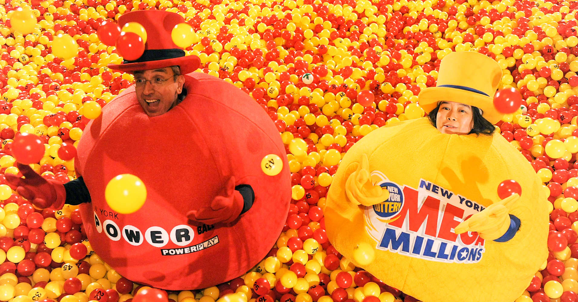 combined powerball  mega millions prizes surpass  1 billion