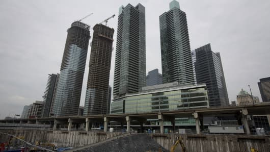 Canada 39 S Red Hot Housing Market Teeters On The Brink