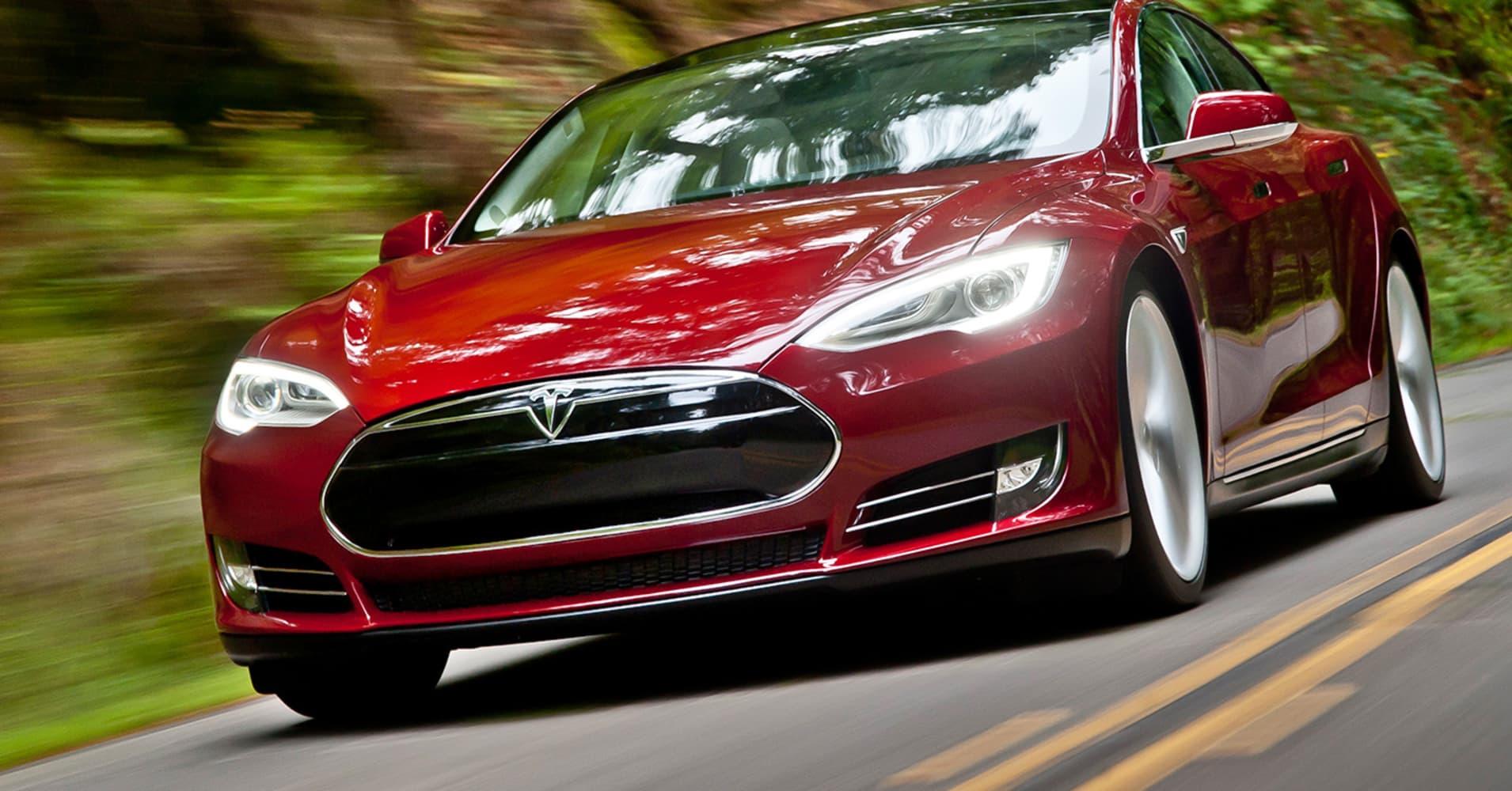 Tesla Model X beats Lamborghini and sets new record in drag race