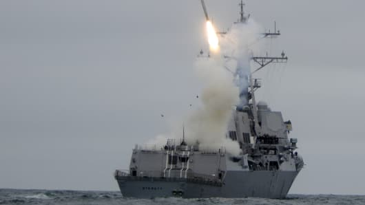 The guided-missile destroyer USS Sterett (DDG 104) successfully launches its second Tomahawk missile during weapons testing