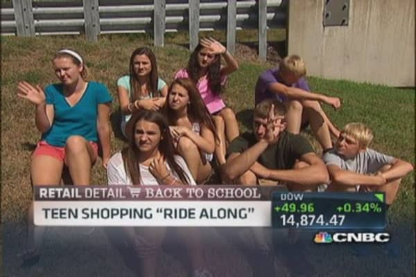 Teen shoppers hunt for deals