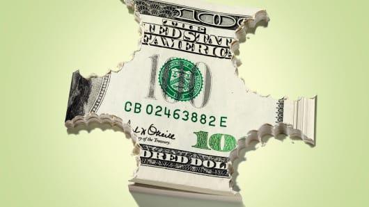 Bank fee avoidance possible despite loss of free checking