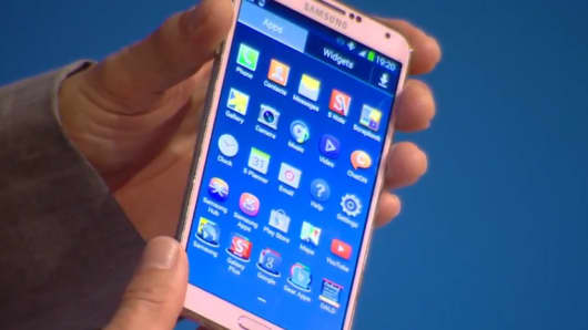 Samsung launches the Galaxy Note 3.