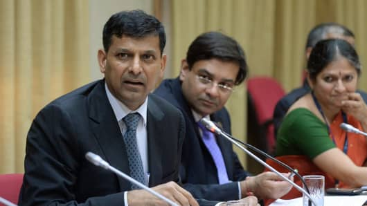 Newly appointed governor of the RBI, Raghuram Rajan (L) addresses a news conference in Mumbai on September 4, 2013.