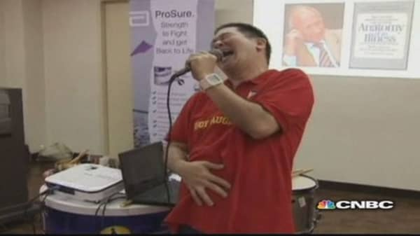 Filipino cancer patients learn to laugh through pain