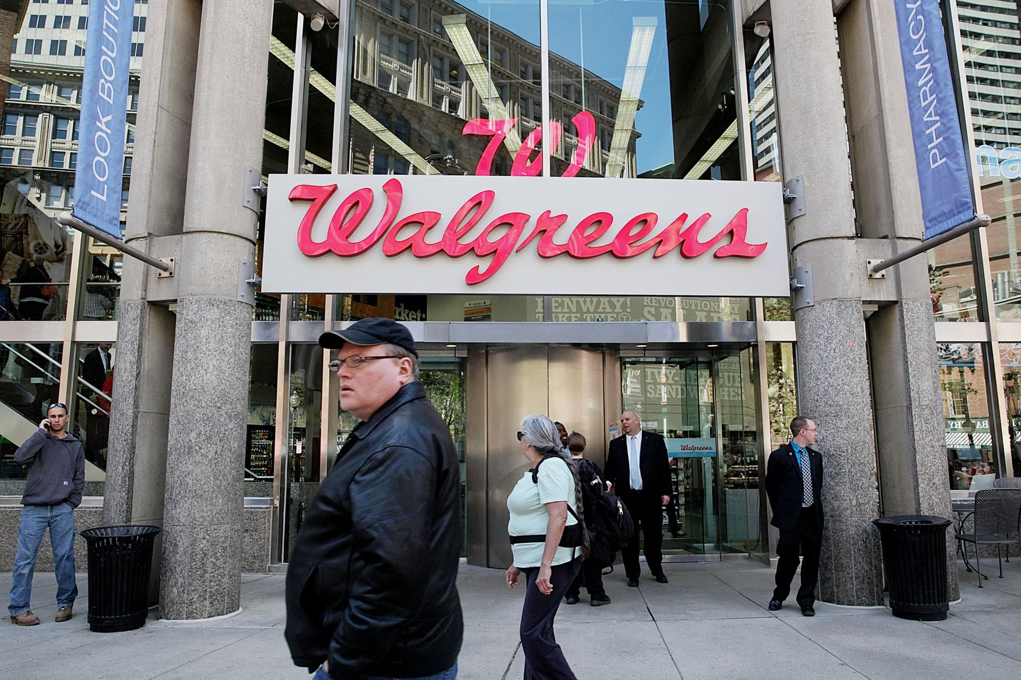Walgreens Stock Quote Walgreens Profit Jumps Rite Aid Deal Seen Closing In 2017
