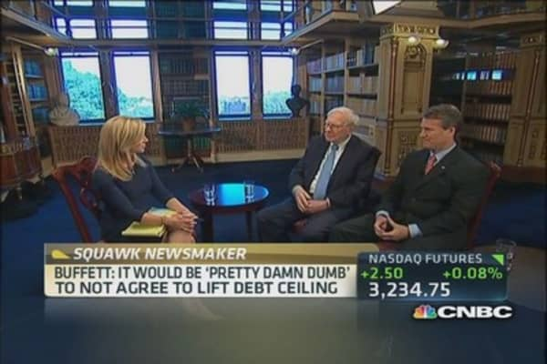 Buffett: Health care a huge problem for America