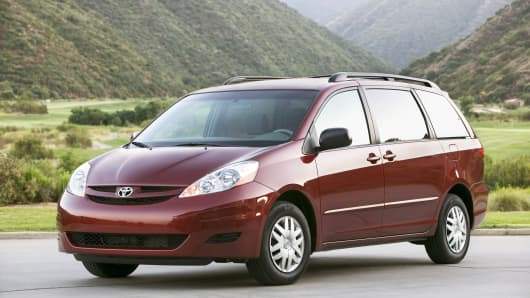 Toyota recalls more than 300000 Sienna vehicles