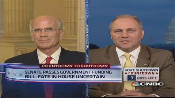 Senate approves short-term spending bill