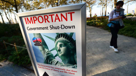 A sign announces that the Statue of Liberty is closed to the US government shutdown in New York, October 1, 2013.