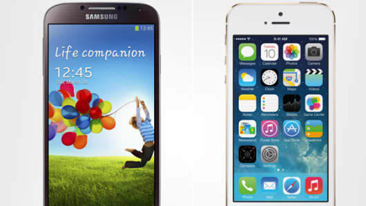 Split screen of the Samsung Galaxy S4 and the Apple iPhone 5S