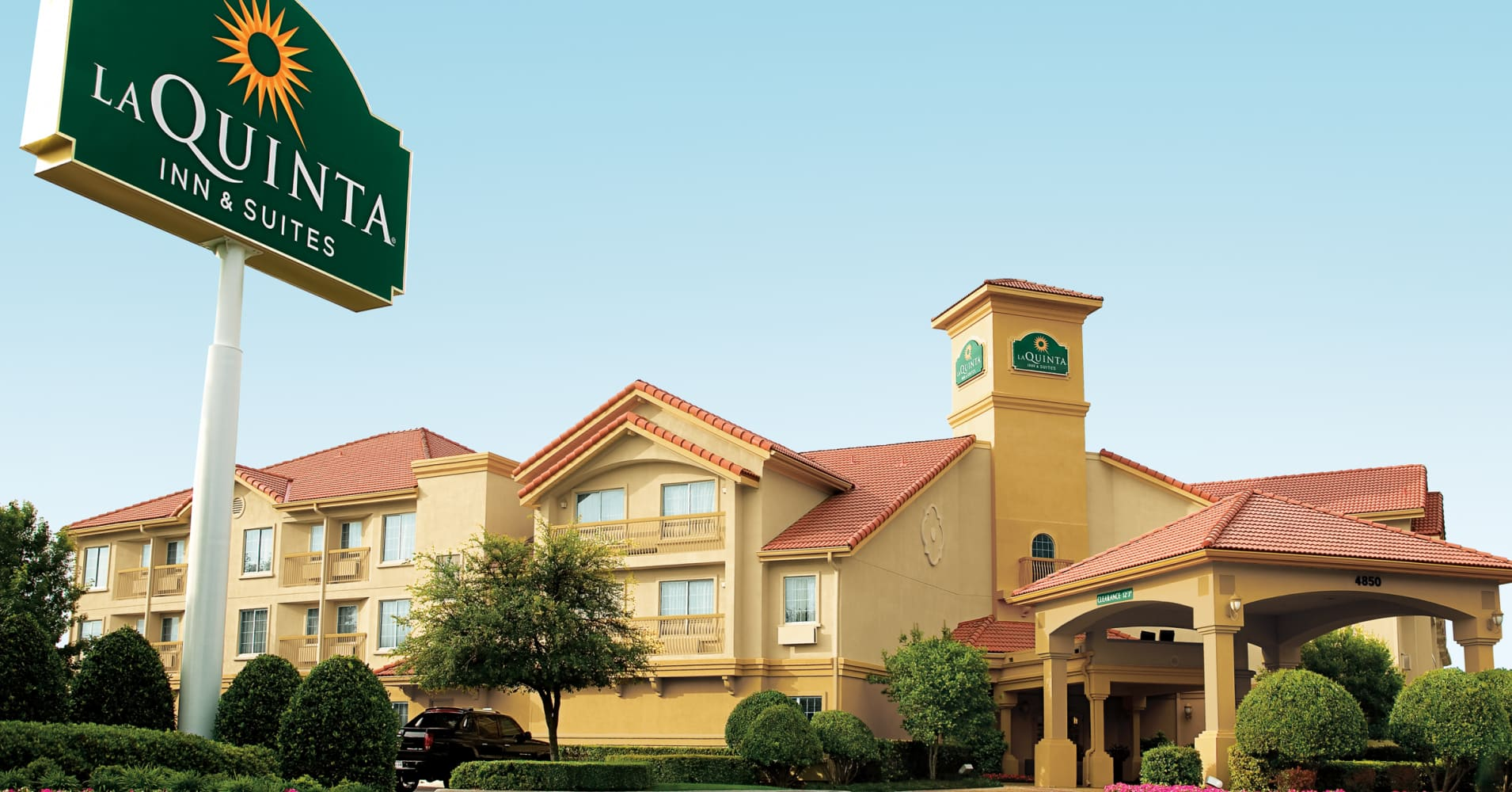 Wyndham Worldwide to buy La Quinta's hotel business for $1.95 billion