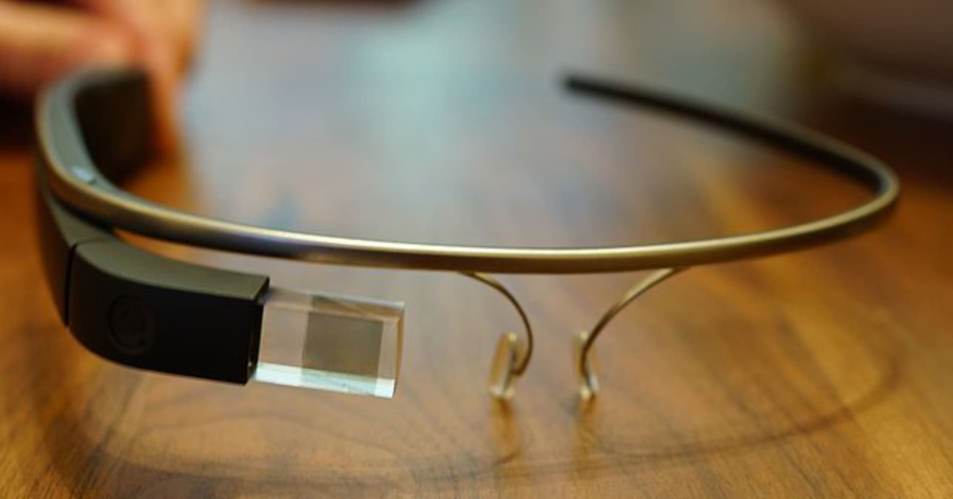 Google Glass head moves to Amazon